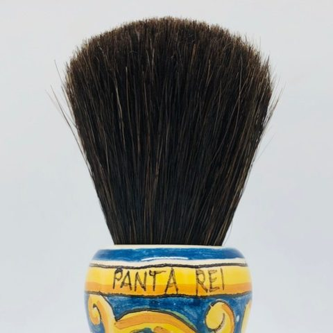 The horse hair is the characteristic hair used by Spanish barbers, just as the boar bristle is for Italian barbers.  Its characteristic, which distinguishes it from the other tuft of horse hair that we propose, is that the tips are natural, that is, not cut by the hand of man. Knot in very soft face, a velvet.
