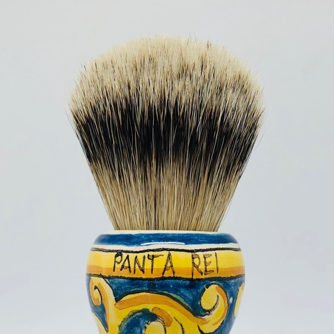 Fine Knot in badger hair, gives extreme softness linked to a good backbone.  For those who want caress during shaving.